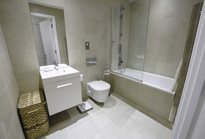 1 bed serviced apartment bathroom